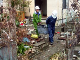 平成23年 4月 宮城県石巻市でのボランティア活動。
